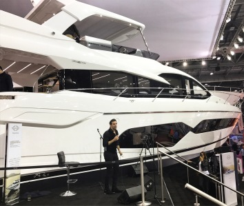 Jonathan Bremner performing in front of the brand new Manhattan 66