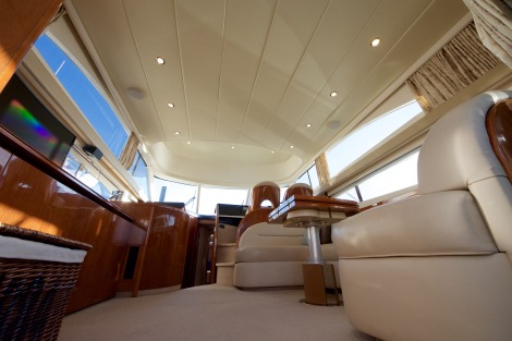 The Cherry wood against the cream interior gives 'IVY SEA' a very spacious and homely feel