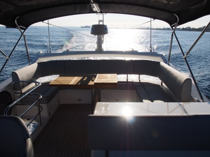 The incredible Manhattan 52 is designed to maximise light and space throughout the boat, offering its guests the feel and comfort of a much bigger boat.