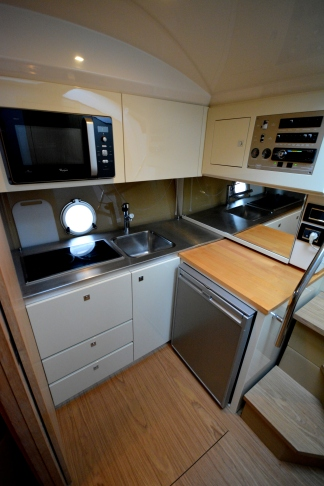 Well positioned galley area to starboard