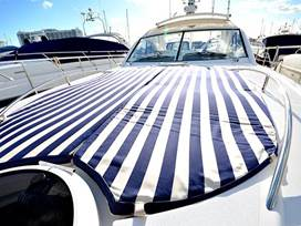 Foredeck with ample space for relaxing in style.